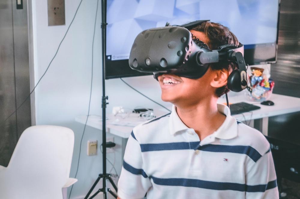 FIU Robotics & Digital Fabrication Lab hosts Verizon's STEM Summer Camp